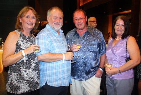 (von links) Karyn Walker, Murray Walker, Nick Taylor und Pat Taylor.