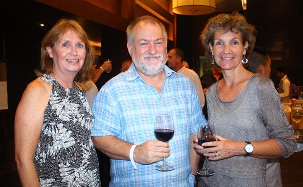 (Von links) Karyn Walker, Murray Walker und Linden Phanpho.