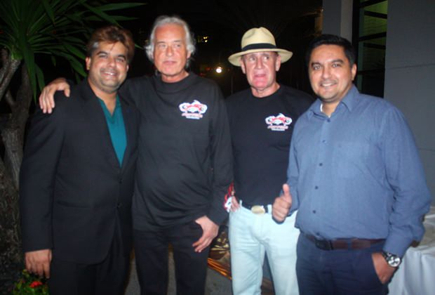 (Von links) Tony Malhotra, Jimmy Page, Alan Whiteway und Prince Malhotra feiern den gelungenen Abend.