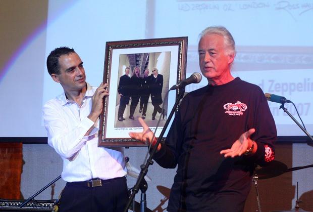 Jimmy Page (rechts) erzählt die Geschichte des Fotos von Led Zeppelin.
