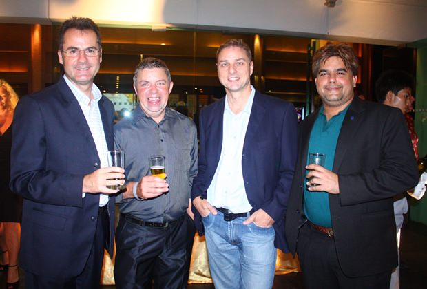 (Von links) Richard Margo, Resident Manager des Amari Orchid Pattaya, Paul Strachan, Russell Jay und Tony Malhotra.