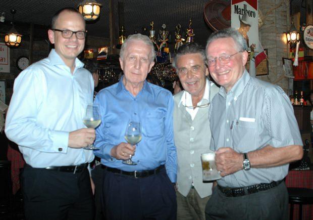 (von links) Dr. Jörg Buck, Präsident Karlheinz Heckhausen und Dr. Paul Strunk.