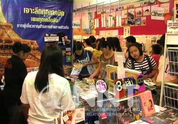 Interessierte Besucher tummeln sich auf der Buchmesse.