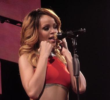 Die schöne Rihanna glaubt an Außerirdische und will ins Weltall fliegen um sie zu sehen. (Foto: Wikipedia)