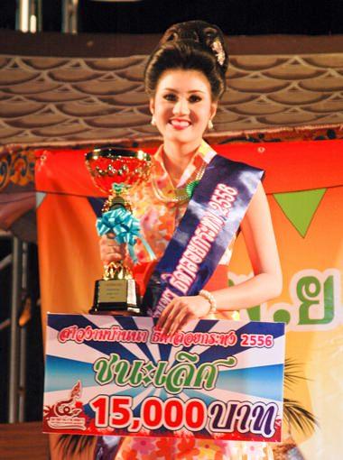 Pattreeya Namchaoren, 23, gewann den Titel Miss Noppamas im Floating Market.