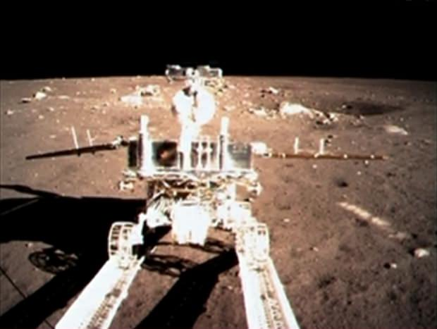 Das erste Foto des chinesischen Mondrovers.