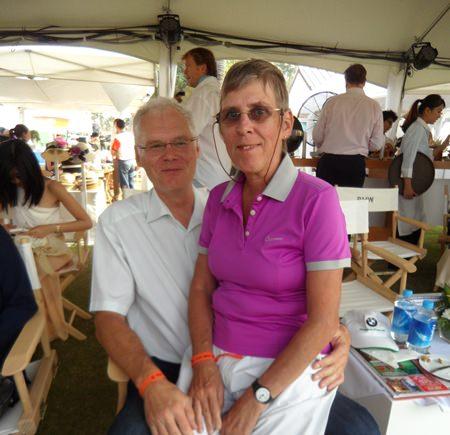 Der geschäftsführende Direktor von BMW Thailand, Peter Wolf mit Gattin Evi.