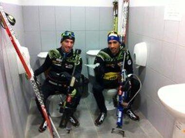 Lustig oder peinlich? Doppeltoiletten für die Athleten.