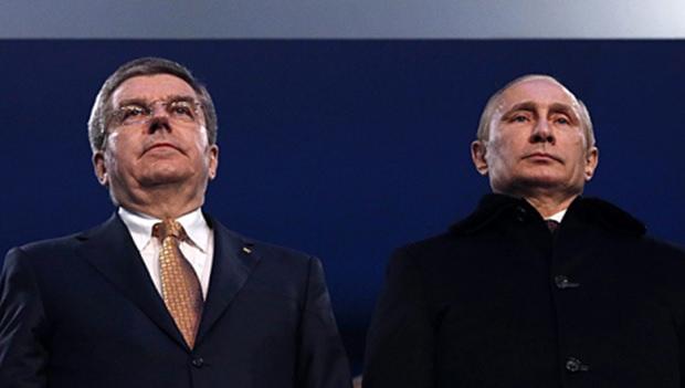 (Von links) IOC Präsident Thomas Bach und Russlands Präsident Wladimir Putin bei der Eröffnung.