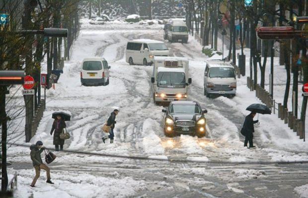 Der schneebedeckte Ferienort Kawaguchiko.