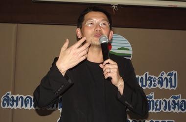 Gastsprecher Thana Thienatchariya bei seinem Vortrag.