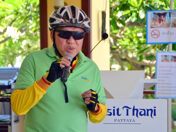 Generalmanager Chatchawan Suphatcahaynont eröffnet den Nichtrauchertag im  Dusit Thani Hotel.