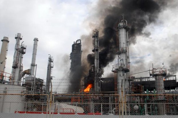 Die Raffinerie nach der Explosion.