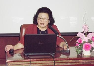 Prof. Dr. Nittaya Kotchaphakdee, Beraterin im Nationalen Institut für Kinder und Familien-Entwicklung der Mahidol Universität.