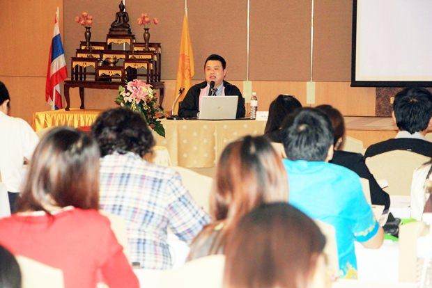 Dr. Viroj Sukato, der Leiter der Radiologischen Abteilung des Bangkok Hospital Pattaya bei seinem Vortrag.
