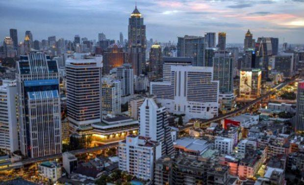 Bangkok rückt um 2 Plätze auf.