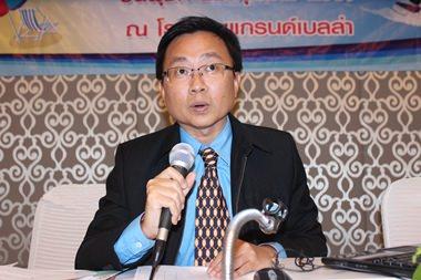 PBTA Präsident Sinthchai Wuttanasathorn eröffnet das Treffen .
