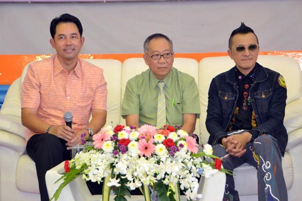 Bürgermeister Ittipol Kunplome, Polizeimajor Dr. Somsak Lhorwattanapongsa und Manaswin Nanthasaen.