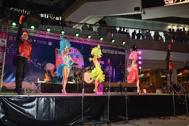 Auch die Alcazar Cabaret Show Pattaya zeigte, was sie kann.