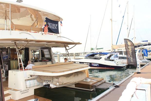 Weltbekannte Boothersteller zeigen ihre Yachten.