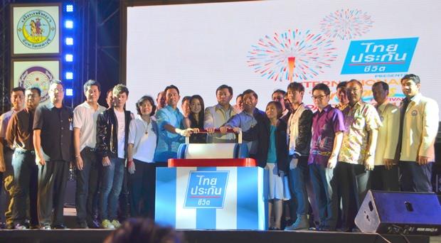 (Von links) Die Eröffnung zum Feuerwerk-Spektakel: Ittipol Kunplome, Wittaya Kunplome, Thumnu Bunprakorb und Suladda Sarutilavan.