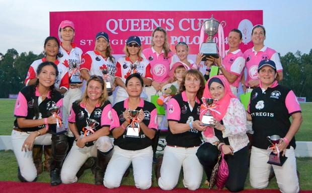 Die drei teilnehmenden Teams nach der Siegerehrung. (Vorne St. Regis, hinten links Maple Leaf und hinten rechts die siegreichen Fünf vom Paisano Dragon Team.
