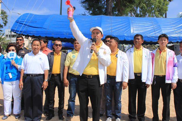 Pattayas Bürgermeister leitet die Veranstaltung.