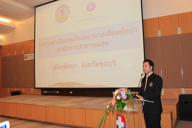 Bürgermeister Ittipol Kunplome bei seinem Vortrag.