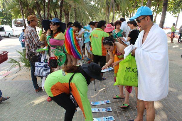 Touristen sollen an Pattayas und Koh Larns Strände wiederkehren.
