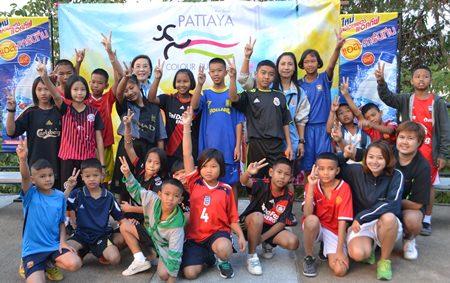 Pattayas Allererster Colour Run Sorgt F 252 R Vergn 252 Gen