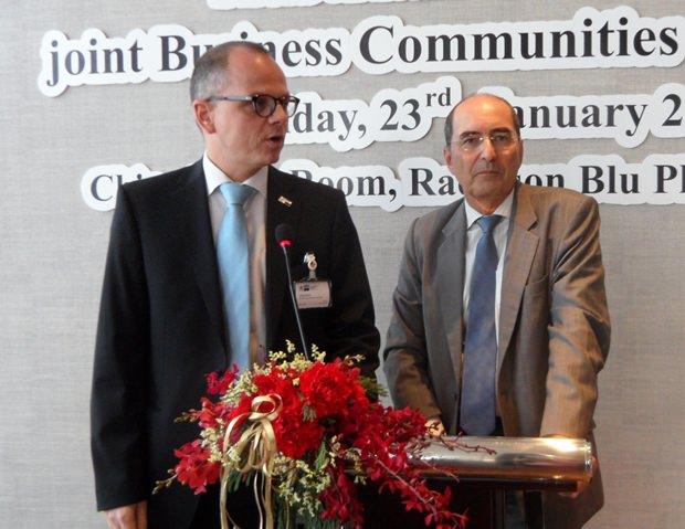 Vereint ist man stärker: (von links) Jörg Buck, der Direktor der deutsch-thailändischen Handelskammer und Dr. Gustav Gressel, der Leiter der Außenhandelsabteilung der österreichischen Botschaft.