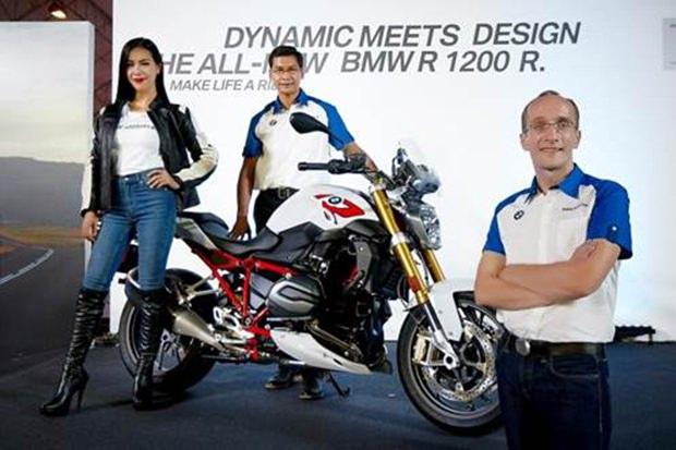 Die BMW Motorrad Thailand Leitung unter Führung von Markus Gläser und Krisda Utamote (Mitte), und auch Annie-Prisana Panyasirinukul, Motorradfahrerin und Modell ist mit dabei.