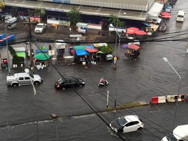 Pattaya ertrinkt fast in den Regenfluten.