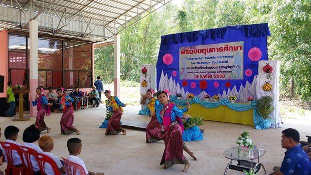 Die sechs jungen Tänzerinnen zeigten hübsche Tänze.