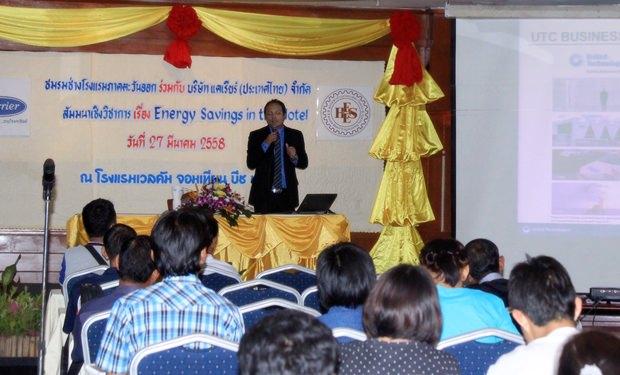 Suthee Wongthai bei seinen Ausführungen zur Energieeinsparung.