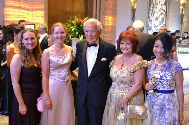 Hahn im Korb ist hier Iwao Sekiguchi, der Schwiegervater des österreichischen Botschafters.