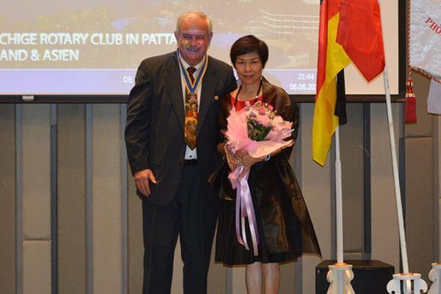 Der neue und alte Präsident des Rotary Clubs Phönix Pattaya, Hubert Meier mit seiner Gattin Rosita.