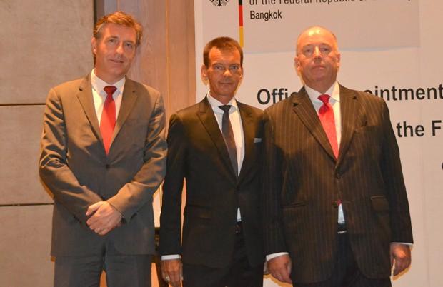 """Honorar-Generalkonsul und Honorar-Konsul Rudolf Hofer (Mitte) mit """"seinen"""" Botschaftern, Mag. Enno Drofenik (links) aus Österreich und Rolf Schulze (rechts) aus Deutschland."""