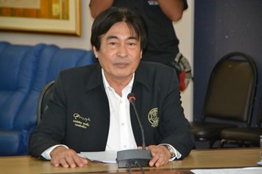 Vizebürgermeister Ronakit Ekasingh hat den Vorsitz bei dem Brainstorming-Treffen.