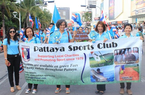 Pattaya Sports Club Mitglieder bei der Parade.