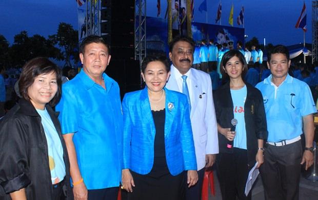 Lehrer und Medienvertreter bei der Parade.