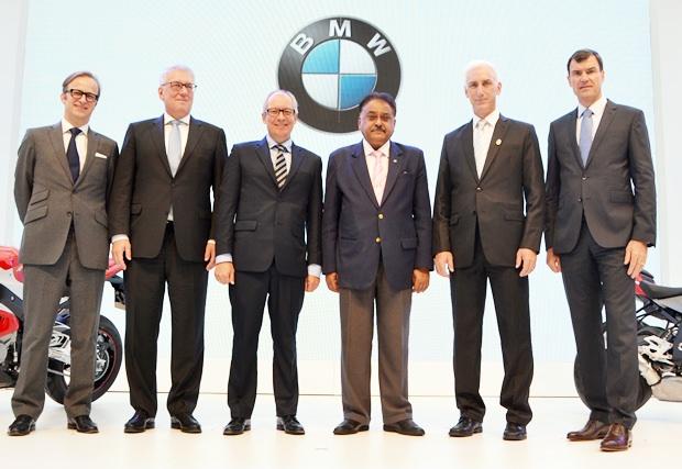 Foto am Morgen nach der Pressekonferenz: Dr. Peter-Oliver Wagner, Jürgen Maidl, Dr. Marc Sielemann, Pratheep S. Malholtra, Jeffrey Gaudiano und Matthias Pfalz.