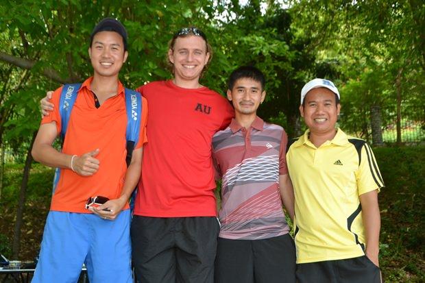 Tennisspieler aus ganz Thailand nehmen an diesem Turnier teil.
