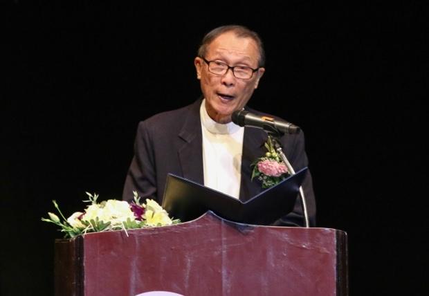 Vater Weera Michael Pangrak, der Direktor des Pattaya Orphanage bei seiner Ansprache.