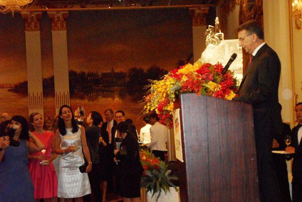 Botschafter Peter Prügel bei seiner ersten Rede in Thailand.