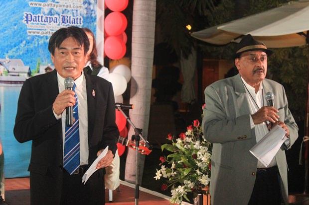 Bürgermeister Ronakit Ekasingh bei seiner Rede, die von Peter Malhotra auf Englisch übersetzt wird.