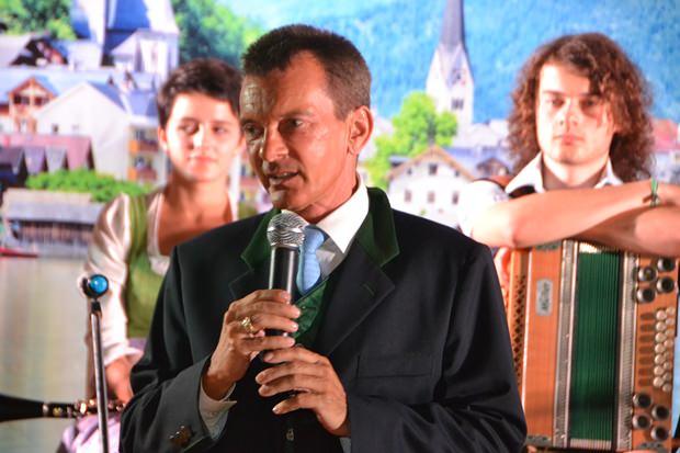 Honorar-Generalkonsul Rudolf Hofer bei seiner guten und diesmal sogar längeren Ansprache.