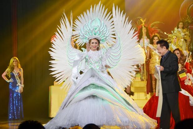 Das eindruckvollste Nationalkostüm wurde von Sofiya Iya aus Australien gezeigt, das dem Opernhaus in Sydbney nachempfunden war.