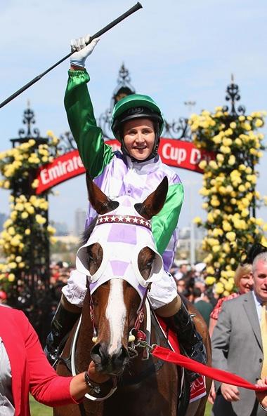 Die junge Siegerin des Melbourne Cups, Michelle Payne auf ihrem Pferd Prince of Penzance.