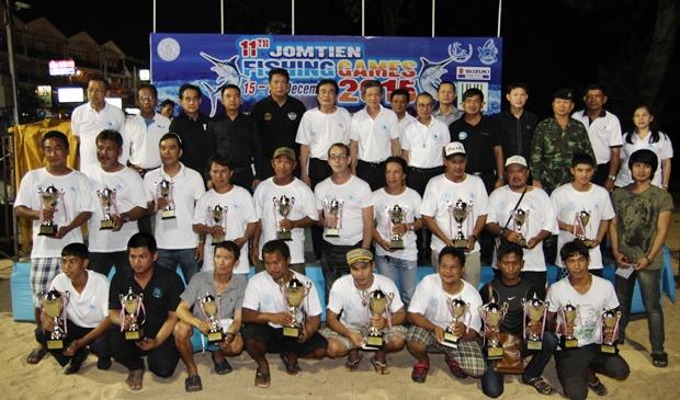 Die Sieger jeder Kategorie erhalten die Preise auf der Bühne.